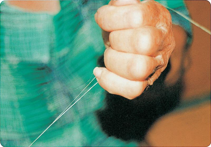苧麻糸手績み02